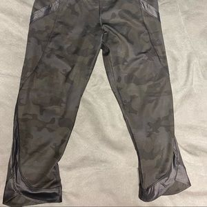 Lululemon camp crops excellent used condition